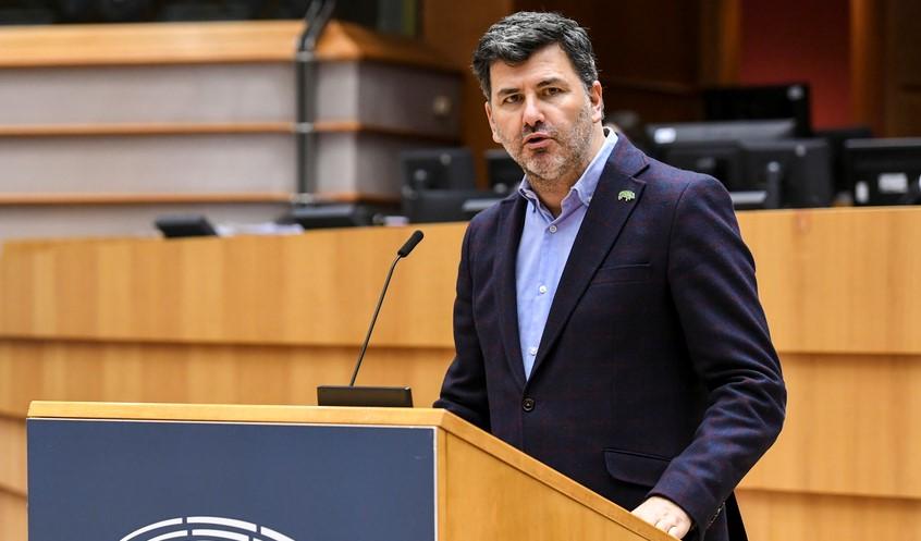 """González Casares: """"Hay que reforzar la Agencia Europea del Medicamento para hacer frente a emergencias y luchar contra el desabastecimiento de medicinas"""""""